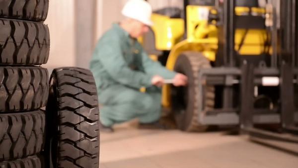 Как понять, что пора менять шины для погрузчика?
