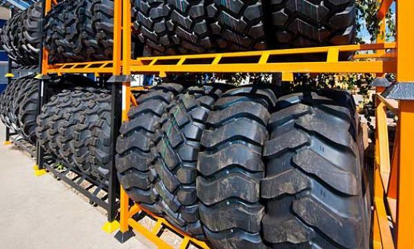 Как правильно хранить шины для спецтехники?